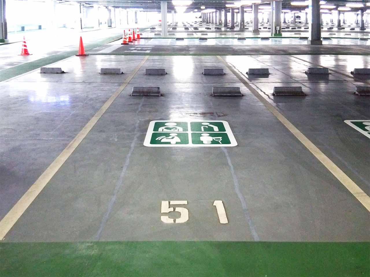優先駐車マーク 【ゆずりあい駐車区画】